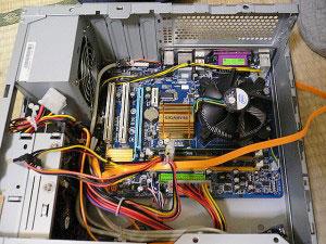 サイコムパソコンのケーブル取り回し