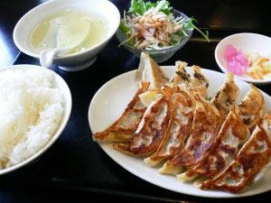 餃子館の餃子定食